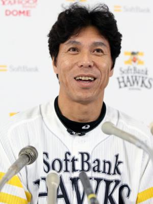 http://www.nikkansports.com/baseball/news/img/P2011112201744_akiyama-ns300.jpg