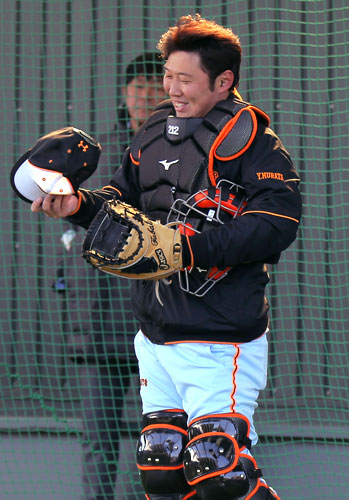巨人村田スコアラーがブルペン捕手転向!? - プロ野球ニュース : nikkansports.c
