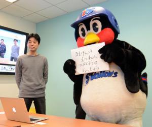 つば九郎はグーグルとの公開交渉を終え、近々結論を出すことを報告(撮影・松本俊)