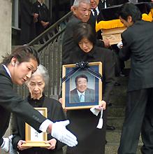 稲尾さん密葬に200人、平和台に...