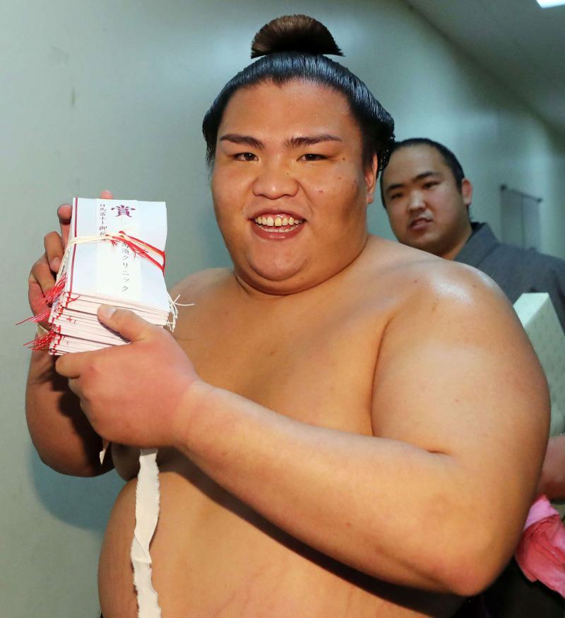 http://www.nikkansports.com/battle/sumo/news/img/mitakeP2017010904334-ogp_0.jpg