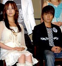 ドラマ「タイヨウのうた」制作発表に出席した沢尻エリカ(左)と山田孝之