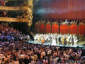 オペラ座に5怪人 25周年で5000人総立ち