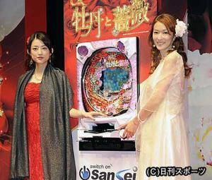 発表会で笑顔を見せる、大河内奈々子(右)と小沢真... 大河内奈々子&小沢真珠 牡丹と薔薇再び