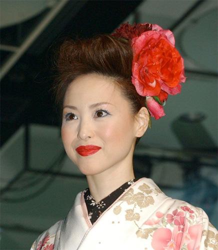 松田聖子が再々婚を発表 - 芸能ニュース