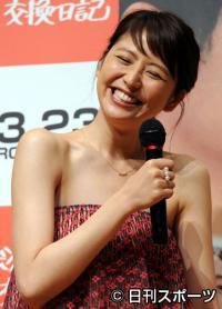 映画「ボクたちの交換日記」試写会トークショーで笑顔の長沢まさみ(撮影・山... + 拡大する 女