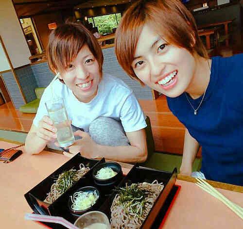 憧れの師匠、長嶋万記(左)とトレーニング後にランチ