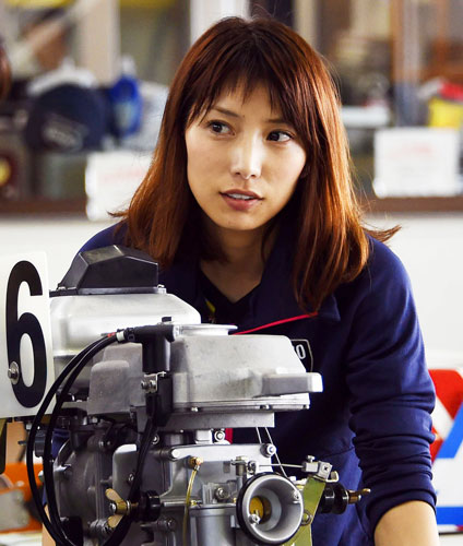 モデルから転身した異色レーサー芦村幸香