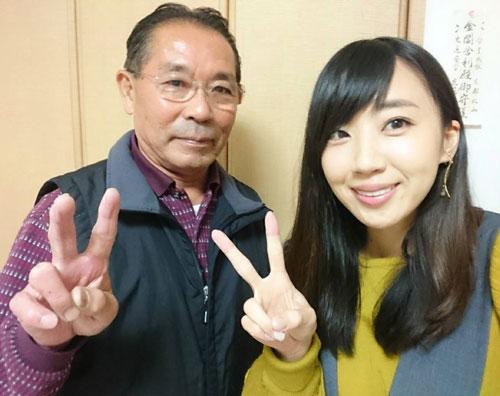 親子でツーショット。深見亜由美(右)と元ボートレーサーの父・康司さん