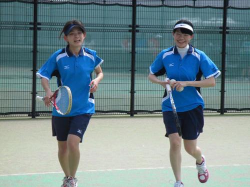 ソフトテニスを楽しむ(右)