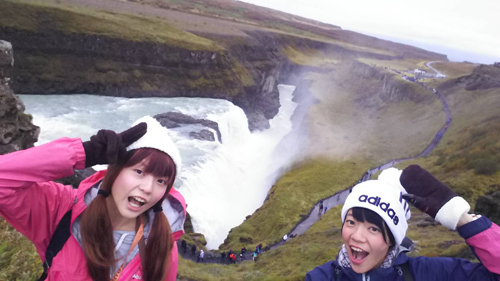 姉とアイスランド観光(右)