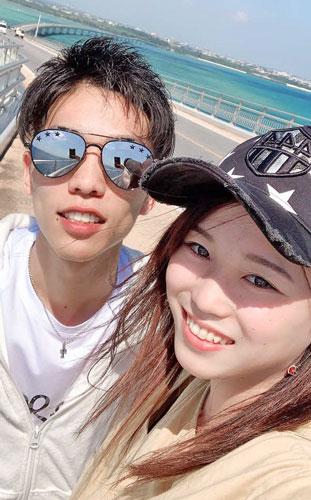 夫・吉田凌太朗(左)と宮古島へ旅行