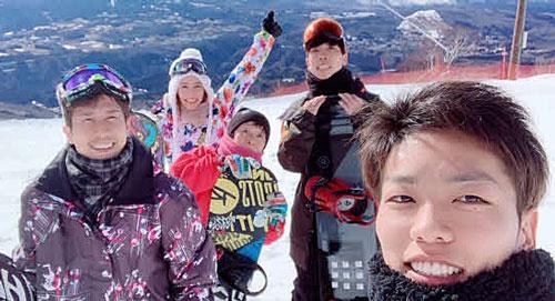 冬はスノーボードへ。左から鋤柄貴俊、福岡泉水、谷川里江、吉田裕平、吉田凌太朗