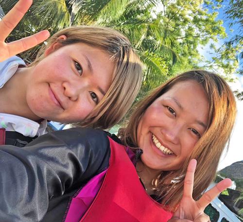 友人に会うためフィリピンへ遊びに行った清水さくら(左)