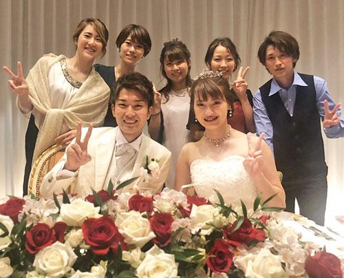 披露宴で同期114期の女子選手が祝福。後列左から佐藤享子、倉持莉々、中村桃佳、塚脇奈美、蜂須瑞生