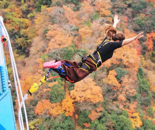 茨城・竜神峡のバンジージャンプに挑戦(本人提供)