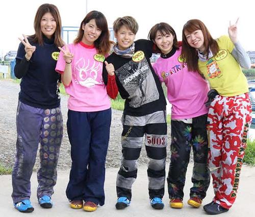碧南訓練所で121期の女子が勢ぞろい(左から浜崎寿里矢、山下夏鈴、来田衣織、柴田百恵、中村かなえ)
