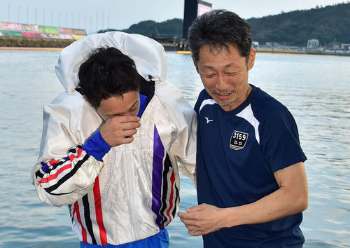 師匠・江口晃生(右)の前で初めてSGを勝った毒島誠