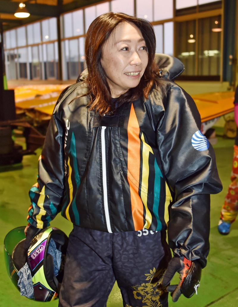 強出足の中里優子、先制/丸亀 - レディースチャンピオン - ボート : 日刊スポーツ