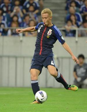 日本対ヨルダン 前半、ゴールを決める本田(撮影・下田雄一)  日本対ヨルダン 前半、ゴールを決め