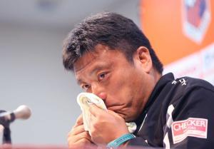 湘南曹監督が今季限りで辞任へ、J2降格の責任取る