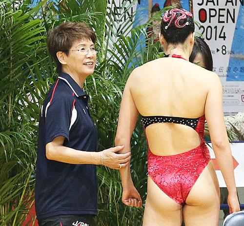 日本シンクロ界再建に尽力する井村雅代コーチ 日本シンクロ界再建に尽力する井村雅代コーチ プールに