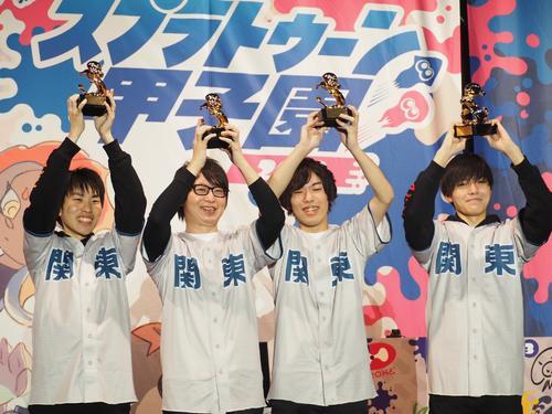 第4回スプラトゥーン甲子園2019で史上初の連覇を達成したGG BOYZの4人。左から、ダイナモン、たいじ、えとな、やまみっちー