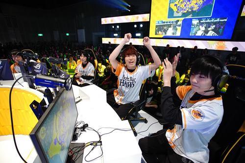 e日本シリーズ準優勝となったGGBOYZの4人。左から、たいじ、ダイナモン、えとな、やまみっちー
