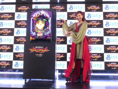 フィールズが発表した「新世紀エヴァンゲリオン ~シト、新生~」を紹介する高橋洋子