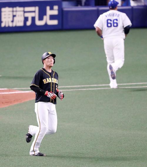 中日対阪神 5回表阪神2死二、三塁、大山は中飛を放ちチャンスに得点できず(撮影・加藤哉)