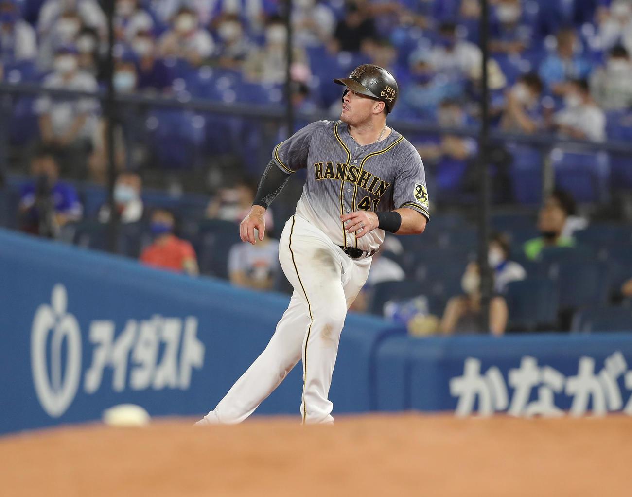 DeNA対阪神 9回表阪神無死、右越え安打を放つも二塁には行けないボーア(撮影・前田充)