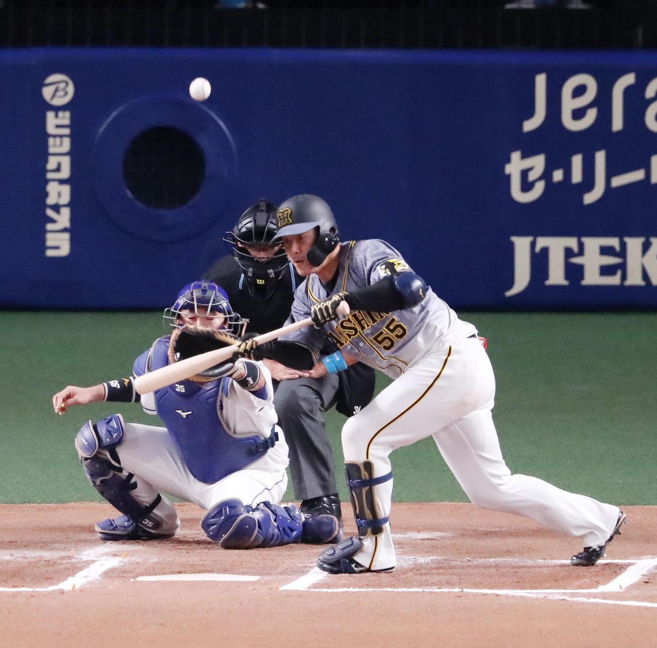 中日対阪神 6回表阪神無死一塁、陽川のバントは捕邪飛となる(撮影・加藤哉)