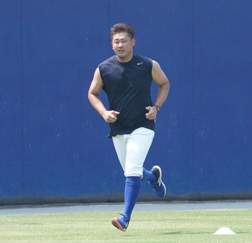 ウエスタンリーグ中日対ソフトバンク 試合前練習、連日も猛暑の中、ランニングをする松坂大輔(撮影・森本幸一)=2019年8月1日、ナゴヤ球場