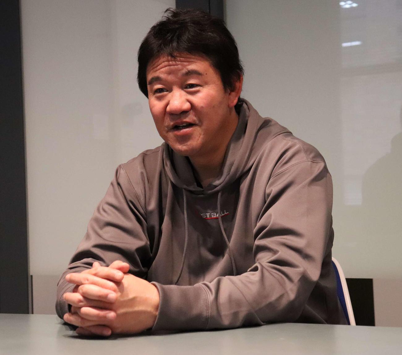 BCリーグに新規参入し、シーズンの意気込みを語るBC神奈川・鈴木尚典監督(撮影・湯本勝大)