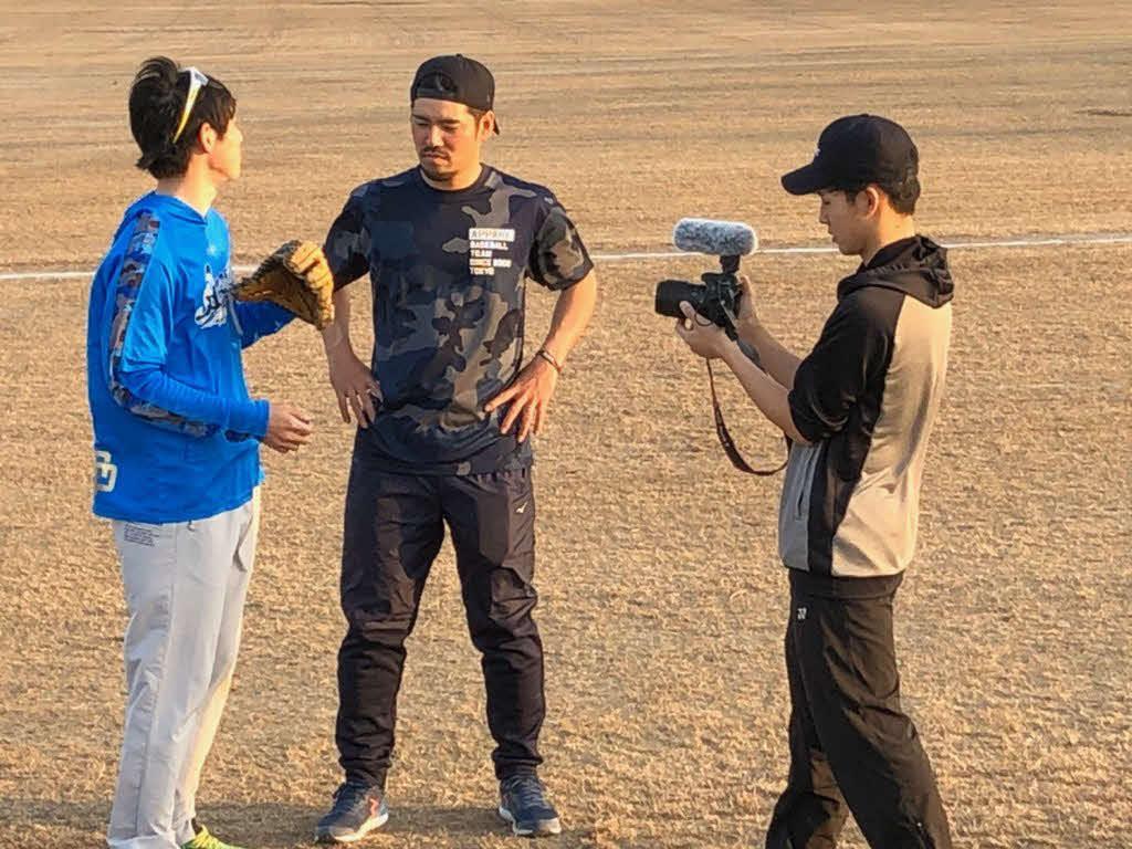 元阪神の田上健一さん(左)は動画クリエイターに転身し、YouTubeチャンネル作成に日々奮闘する(田上さん提供)