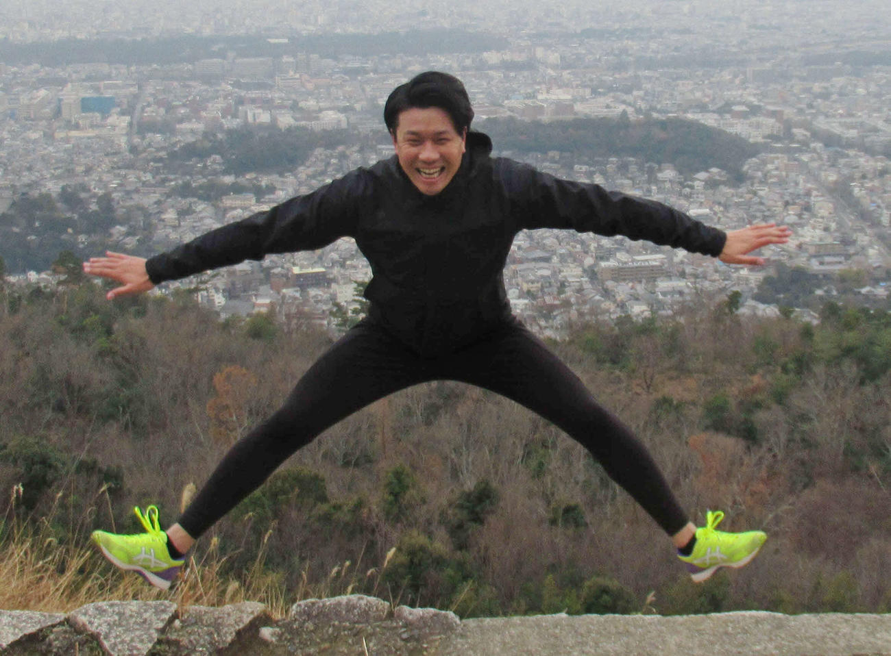 恒例の大文字山登山で自主トレをスタートした中日大野雄大(2021年1月5日撮影)