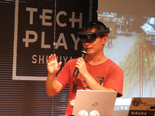 ストライクゾーンが浮かびあがる眼鏡をかける、開発者の安黒さん