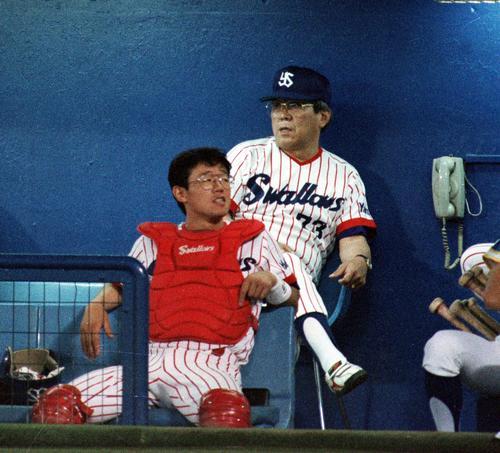 91年7月、巨人戦で野村監督の前に座るヤクルト古田