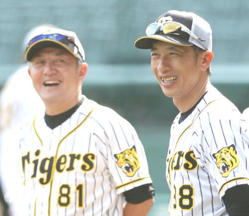 阪神清水雅治ヘッドコーチ(左)と矢野燿大監督(2019年5月17日撮影)