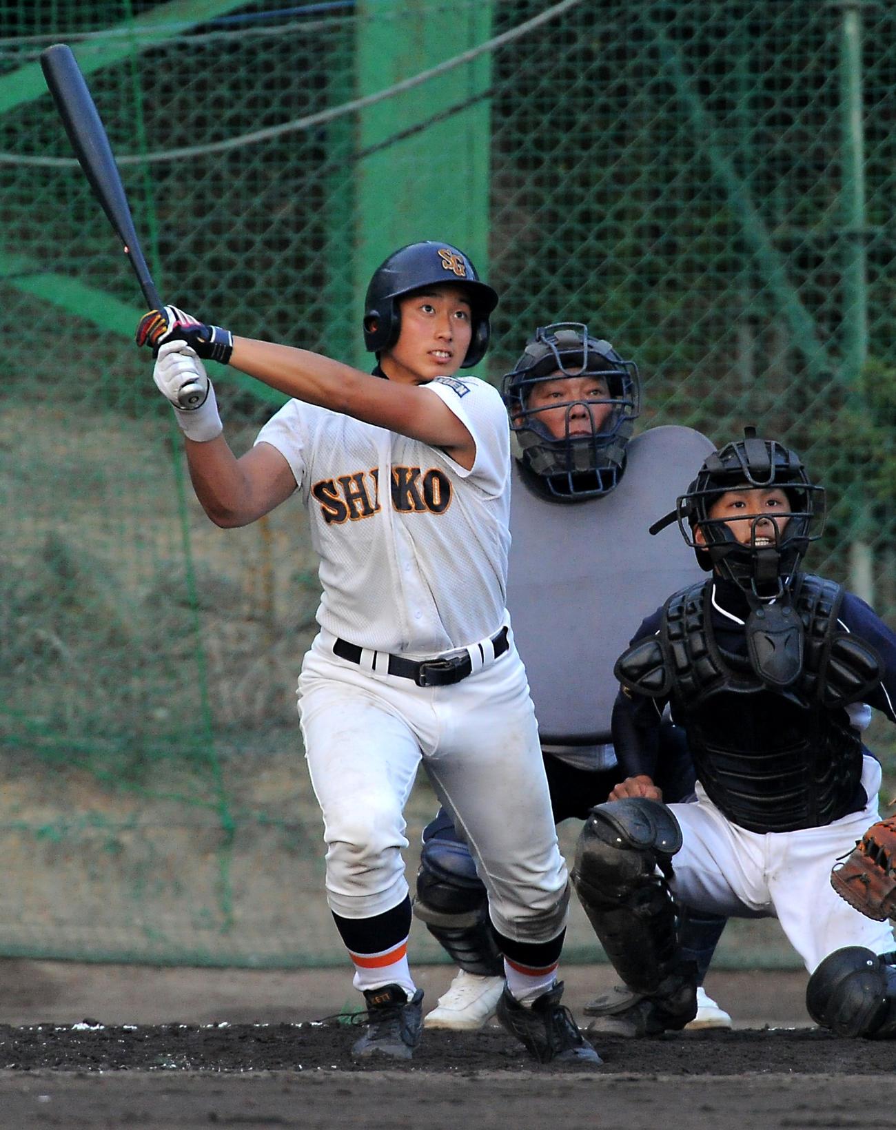 10年6月、兵庫商との練習試合で 日本ハム中田に並ぶ高校通算87号本塁打を放つ神港学園時代の伊藤諒介さん