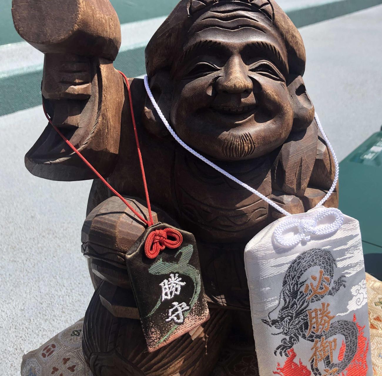 明豊野球部で受け継がれてきた「大黒さん」の木彫り