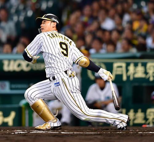 阪神対DeNA 6回裏阪神1死一塁、左翼線に落ちる安打を放つ高山俊(撮影・清水貴仁)