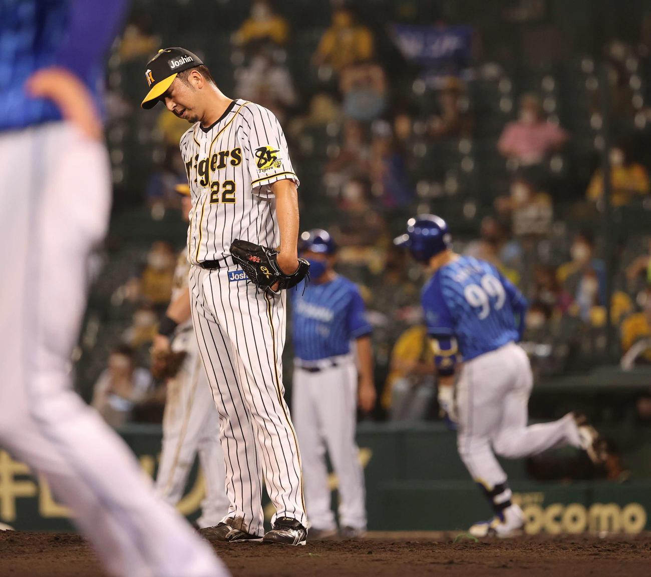 11日、DeNA戦の9回、ソトに勝ち越し2点本塁打を浴びた藤川