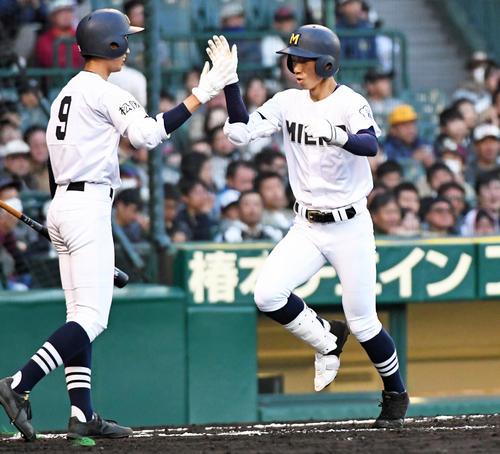 2回表三重1死二塁、梶田蓮(右)が右越え2点本塁打を放つ(撮影・奥田泰也)