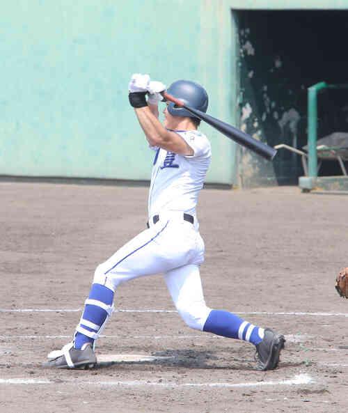 7回裏明豊2死一、三塁、左中間に2点適時二塁打を放つプロ注目の浜田太貴外野手(撮影・菊川光一)