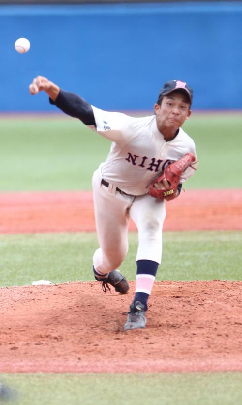 西東京大会決勝 日大三戦を相手に力投する日大鶴ケ丘・勝又