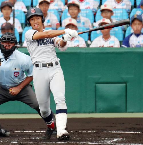 横浜対愛知産大三河 3回表横浜無死一塁、斉藤は左翼越え2点本塁打を放つ(撮影・加藤哉)