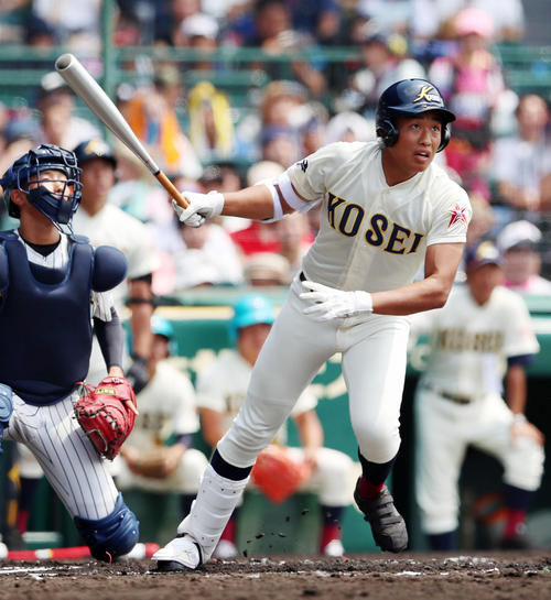 八戸学院光星対明石商 1回表八戸学院光星2死三塁、東健太郎は右翼線越えに2点本塁打を放つ(撮影・加藤哉)