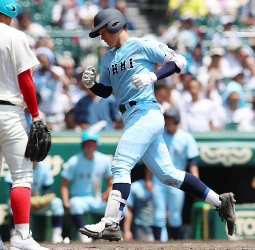近江対智弁和歌山 8回表近江2死一塁、北村は左翼越えに2点本塁打を放つ(撮影・加藤哉)