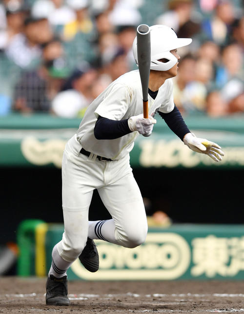 日大三対奈良大付 9回表日大三2死二塁、左越え2点本塁打を放つ高木(撮影・横山健太)